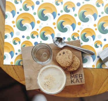 Une vague de plage originale et belle et des sets de table à sticker soleil pour rendre le temps de manger amusant. Nombreux choix de packs disponibles.