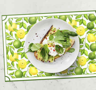 Green placemat with the design of many lemons and limes on a white background, ideal for you to decorate your table with style.