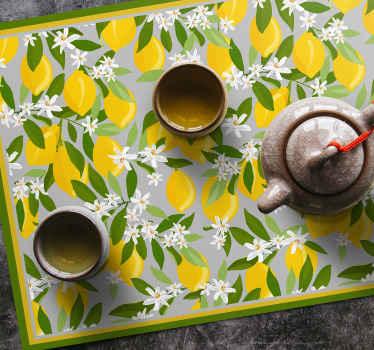 цитрусовый коврик для стола с изображением множества целых лимонов с зелеными листьями, идеально подходит для украшения вашего стола яркими красками.