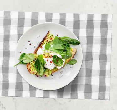 Obtenez vos propres sets de table carrés aux lignes vertes et décorez votre table avec ce beau design. Facile à laver et très résistant.