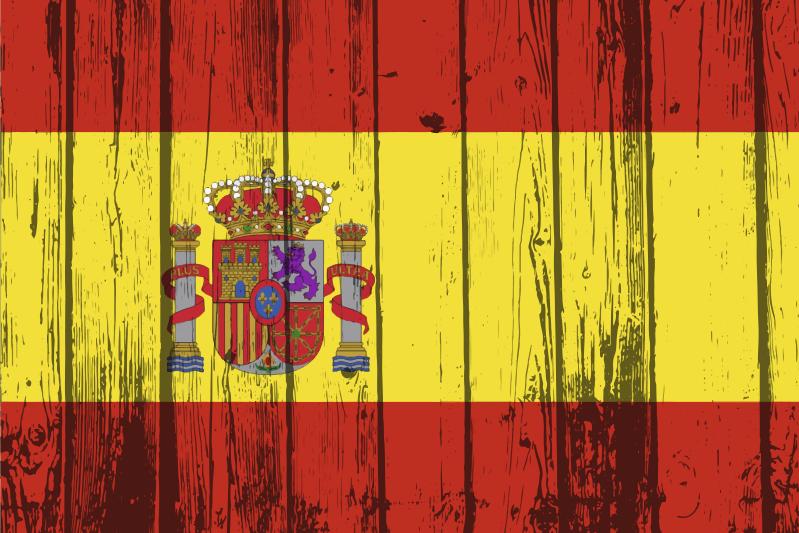 TenVinilo. Individual de mesa madera bandera de España. Mantel individual textura madera con diseño de bandera española y escudo. Un hermoso diseño para proteger su mesa ¡Envío a domicilio!