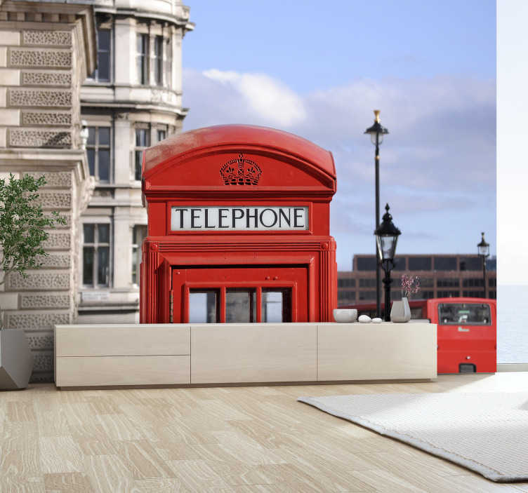 TenStickers. Fotobehang steden London telefooncel. Geweldig busstation fotobehang in London die super mooi zal staan in je woonkamer waar je lang van genieten. Gemaakt van scherpe en goede kwaliteit.