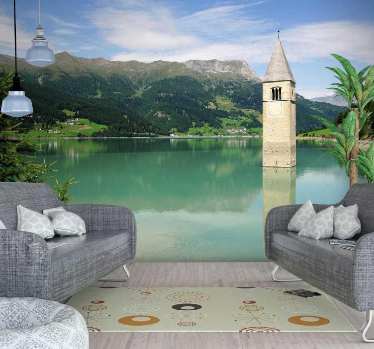 TenVinilo. Fotomural de paisaje Curon Venosta. Original fotomural pared paisaje con vistas a un lago y montañas italianas con tonos verdes que podrás contemplar desde tu propia casa.