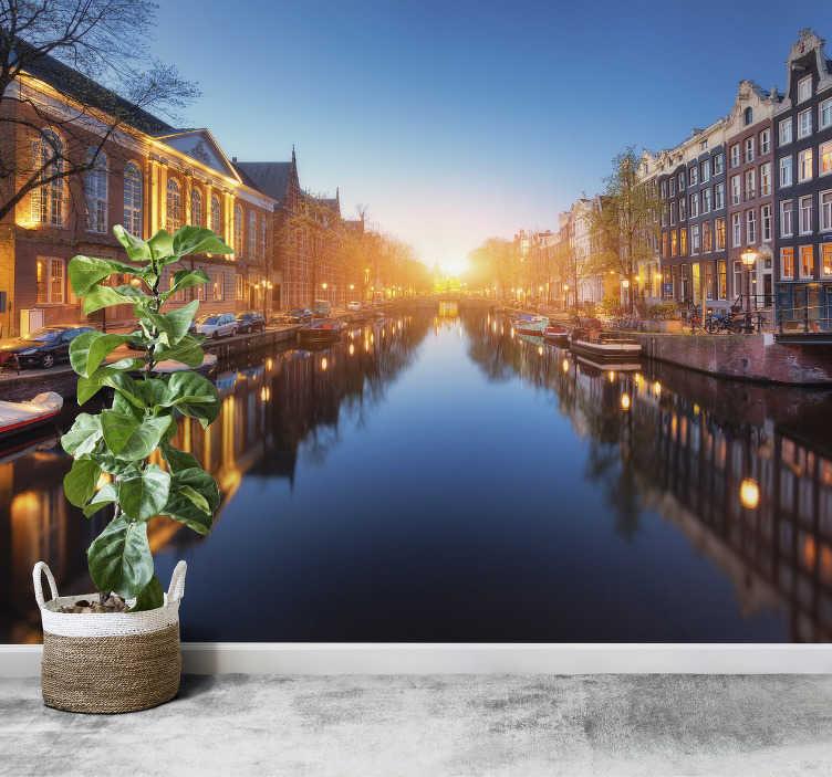 TenStickers. Papier peint photo Ville d'Amsterdam. Transformez votre décoration d'intérieur avec cette magnifique photo murale d'Amsterdam.  Une décoration murale qui vous fera voyager !
