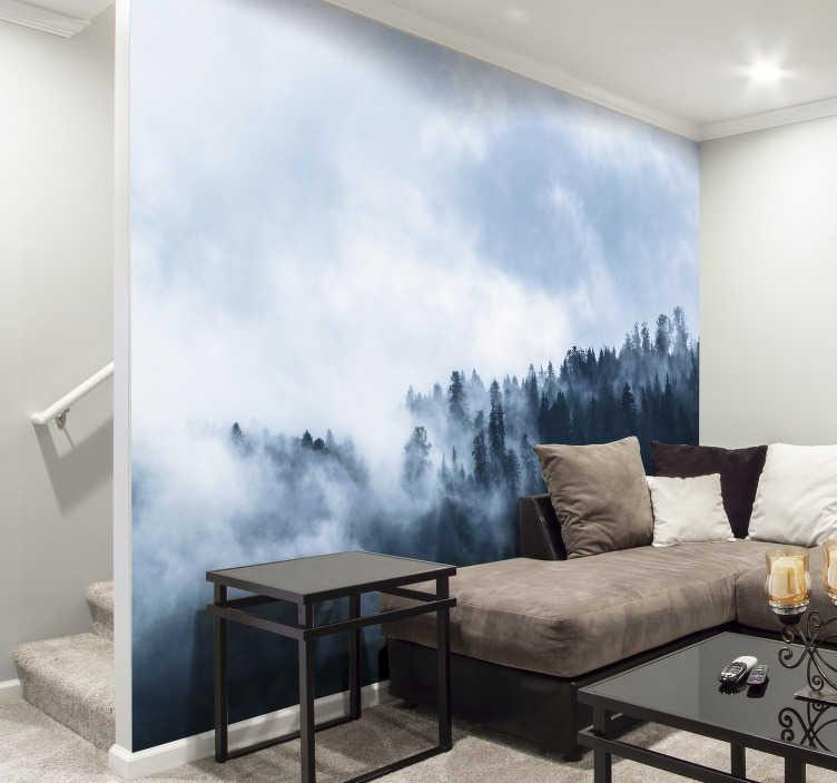 Tenstickers. Nástenná maľba zimnej hmly lesa. Uniknite do svojho dokonalého lesa pomocou tejto nástennej maľby. Nie je nič pokojnejšie ako pozerať sa cez vrcholky lesa pokryté hmlou