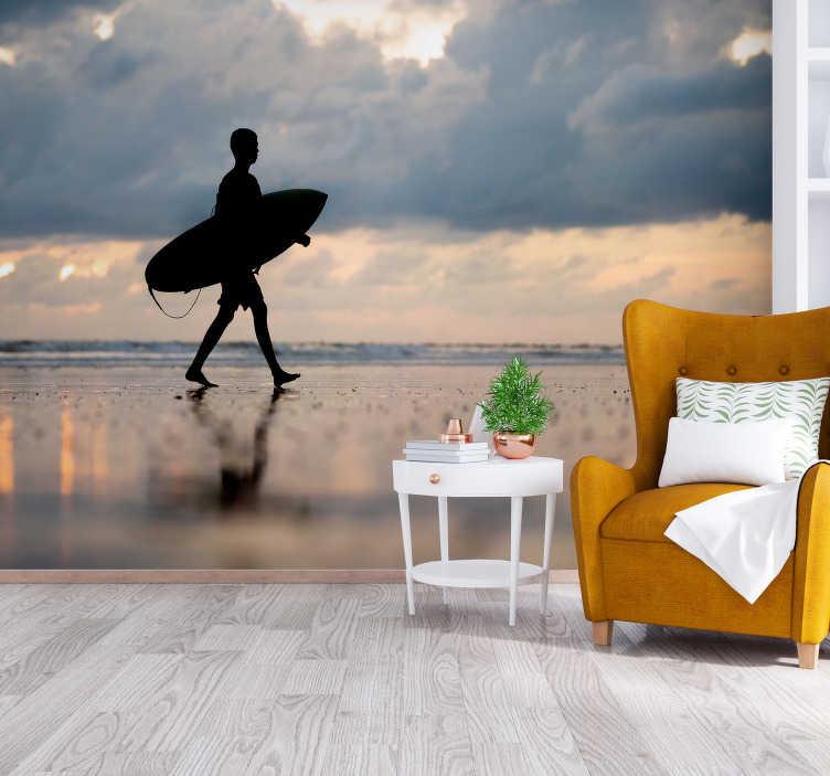 TenStickers. Surfer Silhouette Landschaft Tapete. Erinnern Sie sich an dieses unglaubliche Gefühl von Wind in Ihren Haaren, wenn Sie diese riesige Welle jedes mal schaffen, wenn Sie sich diese Tapete ansehen!