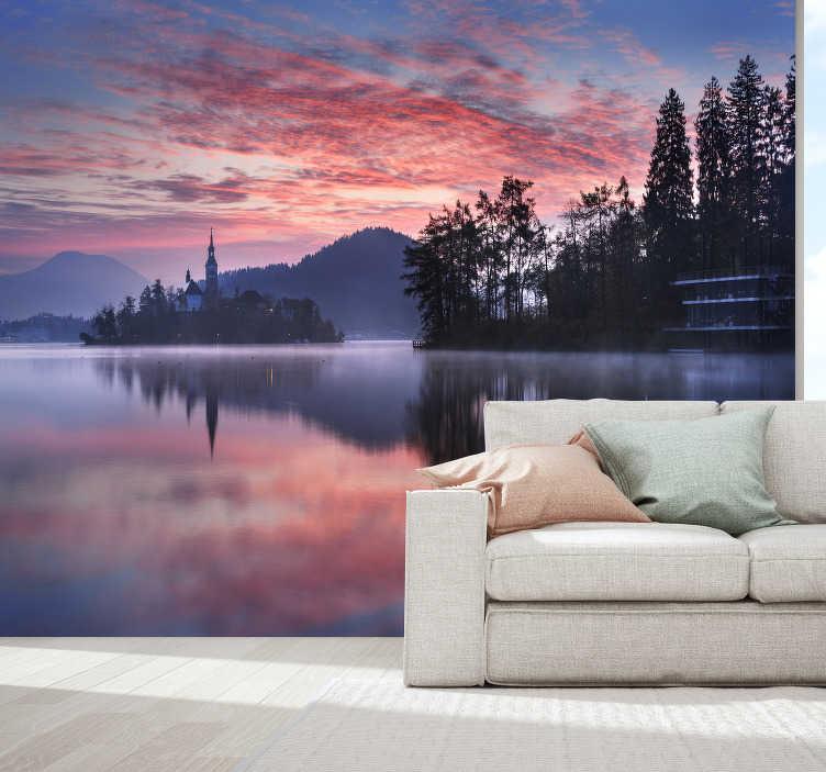 TenStickers. Zonsondergang met meer landschap muur muurschildering. Ben je een avondmens en kun je uren naar een zonsondergang kijken? Breng dit in realiteit door deze landschapsbehangfoto te kopen.