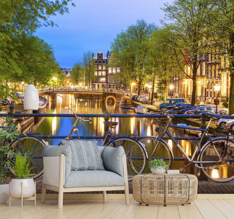 TenVinilo. Mural pared ciudad canal de Ámsterdam. ¡Los canales de amsterdam son famosos en todo el mundo y consigue este hermoso fotomural de Ámsterdam para tu hogar o empresa!