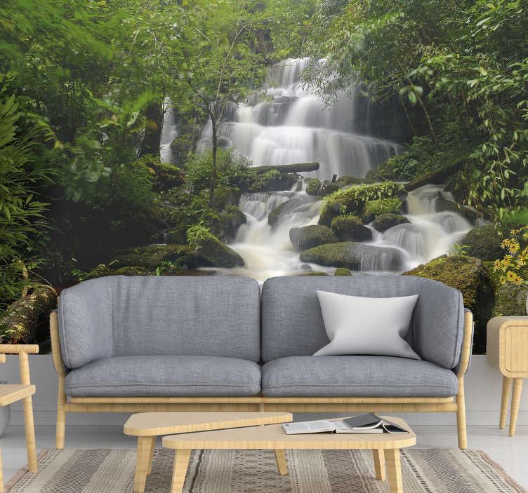 TenStickers. Mural de parede de paisagens floresta e cascata. Este fotomural de parede de paisagens com uma imagem bonita e suave de uma cascata na floresta ficará ótimo em sua casa!