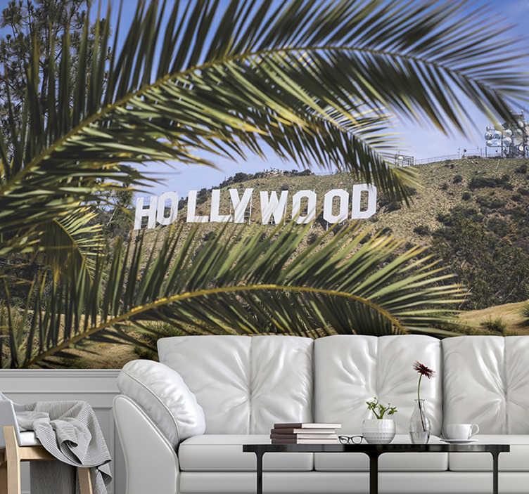 TenStickers. Hollywood teken en boom muurschildering behang. Deze hollywood sign fotobehang foto is van zeer hoge kwaliteit met een matte finish. Het weerkaatst het licht niet. Ons fotobehang is eenvoudig aan te brengen.