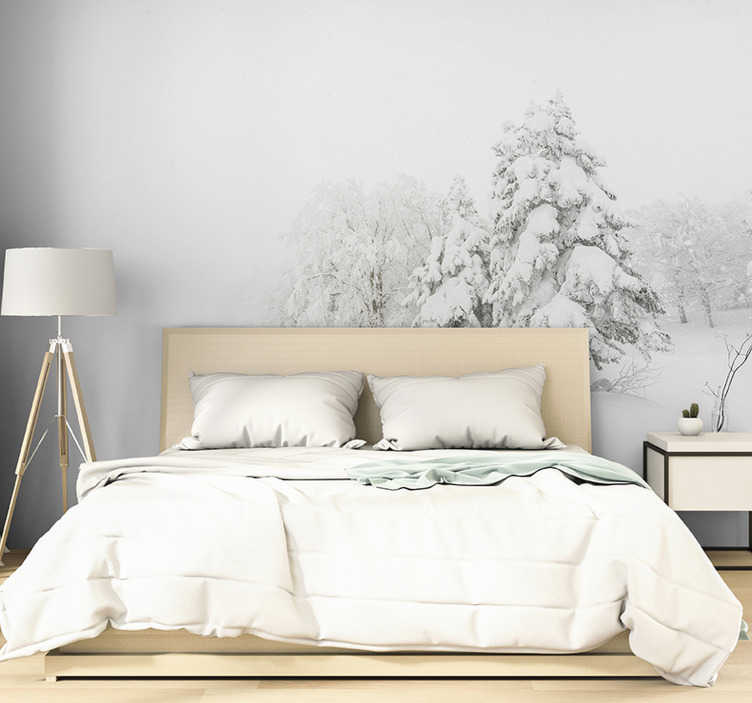 """""""Tenstickers"""". žiemos audra ir medžių miško freska. Ar tau patinka žiema, o ar tai pats mėgstamiausias sezonas? Tada mes turime jums šią gražią žiemos audrą ir medžių nuotraukų tapetus su sniegu!"""