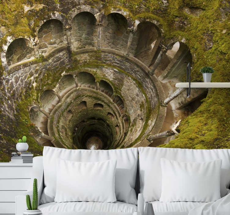 TenStickers. Mural de parede de lugares do Palácio da Regaleira. Este fotomural de lugares mostra uma representação do Palácio da Regaleira, um domínio localizado em Sintra.