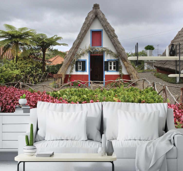 TenStickers. Mural de parede de cidades Casas de Santana. Aqui pode apreciar um belo fotomural de parede de cidades representando as típicas casa de Santana na Ilha da Madeira. Faça a diferença em sua casa com este design!