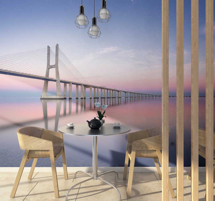 TenStickers. Fotomural de cidades e países Ponte Vasco da Gama. Veja este belo fotomural de cidades representando a famosa ponte Vasco da Gama, a decoração ideal para a sua sala de estar.