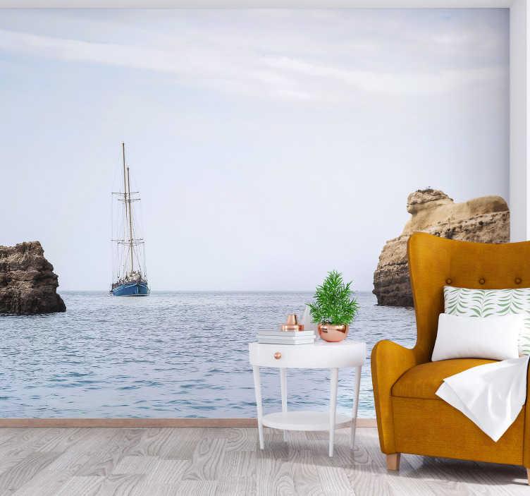 TenStickers. Fotomurais cidades e países Navegando por vilamoura. Descubra Vilamoura com este impressionante fotomural do mar visto de Vilamoura. Explore a beleza de Portugal com este fotomural de parede de alta qualidade!