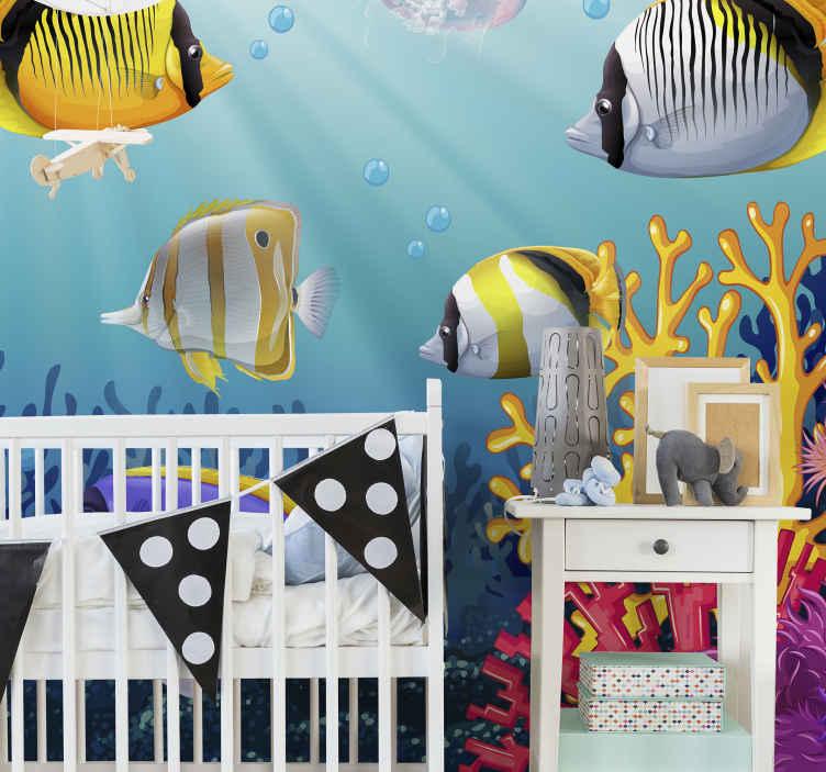 TenStickers. Fisk, der svømmer under havet vægmaleri. Børn vægmaleri til at dekorere et soveværelse rum med rolig og fredelig følelse. Det er udstyret med vidunderlige farverige undervandsfisk.