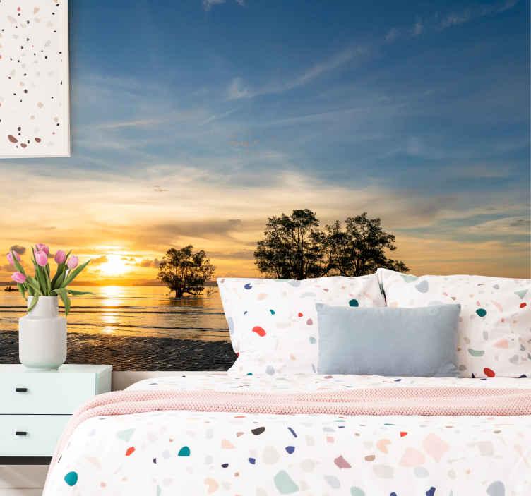 TenStickers. Fotomurale paesaggi Spiaggia al calare del sole. Disegno murale decorativo realistico effetto visivo del tramonto in mare per la vostra casa. è originale, resistente e di facile applicazione.