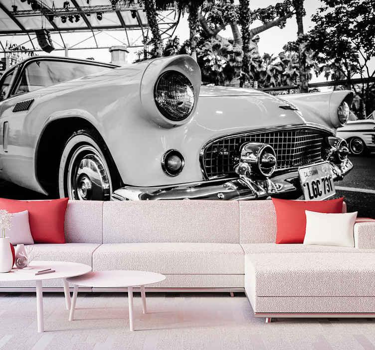 TenStickers. Fototapeta Styl vintage duży samochód. Niesamowita czarno-biała fototapeta z vintage samochodu do dekoracji ściany natury! Wybierz odpowiedni dla siebie rozmiar i zdobądź dekorację.