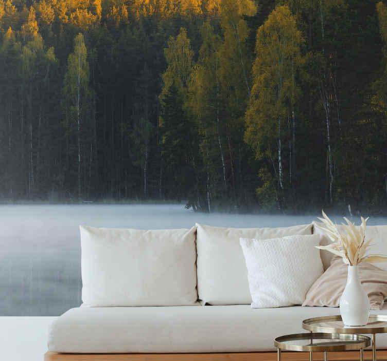 Tenstickers. Sumuinen lage forest tapetti kuvalla valokuvatapetti järvi. Kaunis metsämaisema tapetti kuvalla järvimaisemilla sisustaa kotiisi ripaus ja tunne luonnon läsnäolosta.