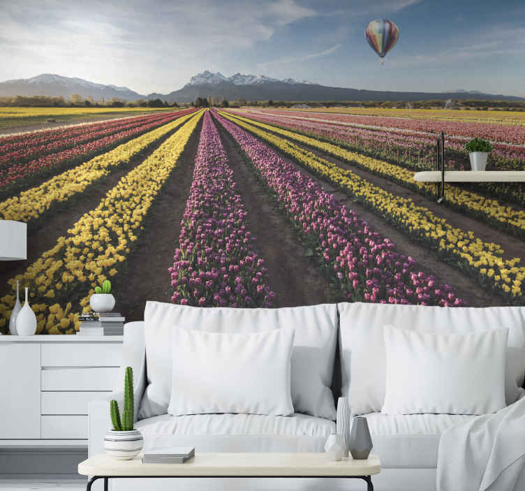 Tenstickers. Nafukovací balón cez tulipány nástenná maľba. Umiestnite tento nástenný produkt na kvetinovú krajinu do ktorejkoľvek miestnosti vášho domu ešte dnes a ohromte sa kvalitou jeho dizajnu! Kúpte si to teraz!