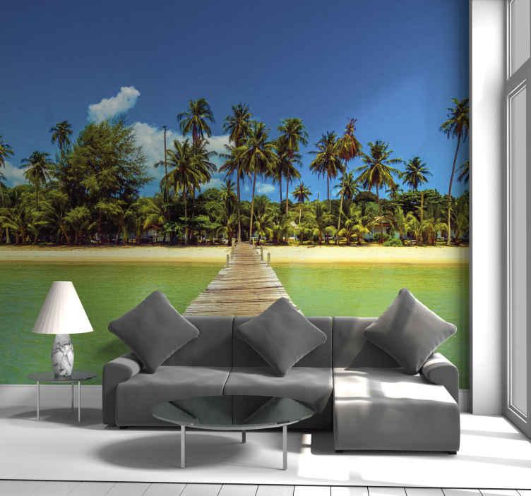 TenStickers. Bir adaya uzun güverte manzara duvar resmi. Rüya gibi mavi gökyüzü, yüksek palmiye ağaçları ve suyun içinden bakın. Bu manzarayı oturma odası duvar resmi olarak kim söyleyebilir? Bugün sipariş verin ve yakında alın!