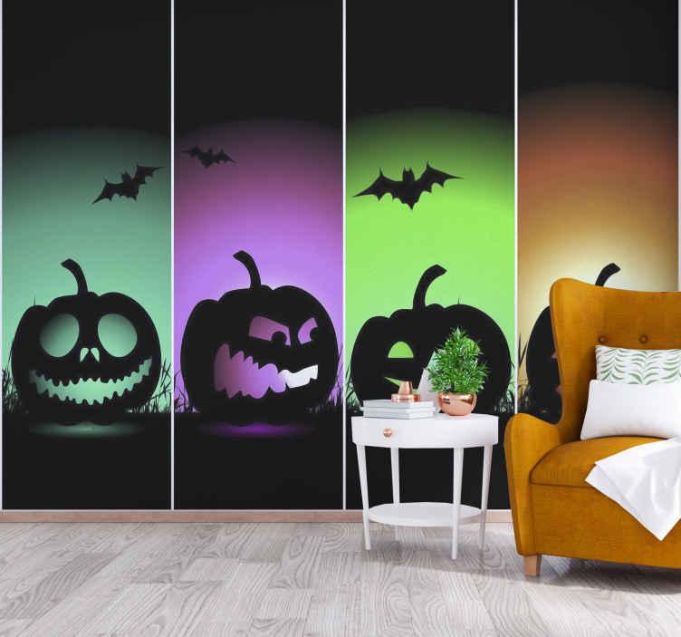 TenStickers. Višebojne bundeve zidni zid dnevni boravak. To je zastrašujući dizajn crnih bundeva sa zastrašujućim licima i šišmišima koji lete pored njih, odvojeni u četiri bloka boja. Cool dizajn za sve sobe!