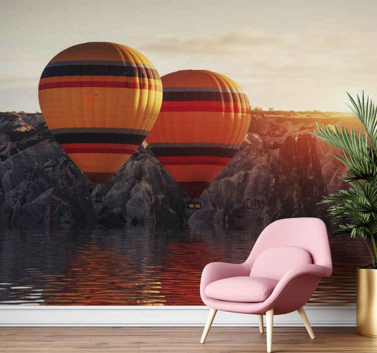 TenStickers. Zračni baloni nad fototapeta jezerske pokrajine. Ta zidna zasnova jezera bo videti čudovito v vašem domu, zlasti na stenah. Naročite svoj in edinstven dizajn danes v naši spletni trgovini!