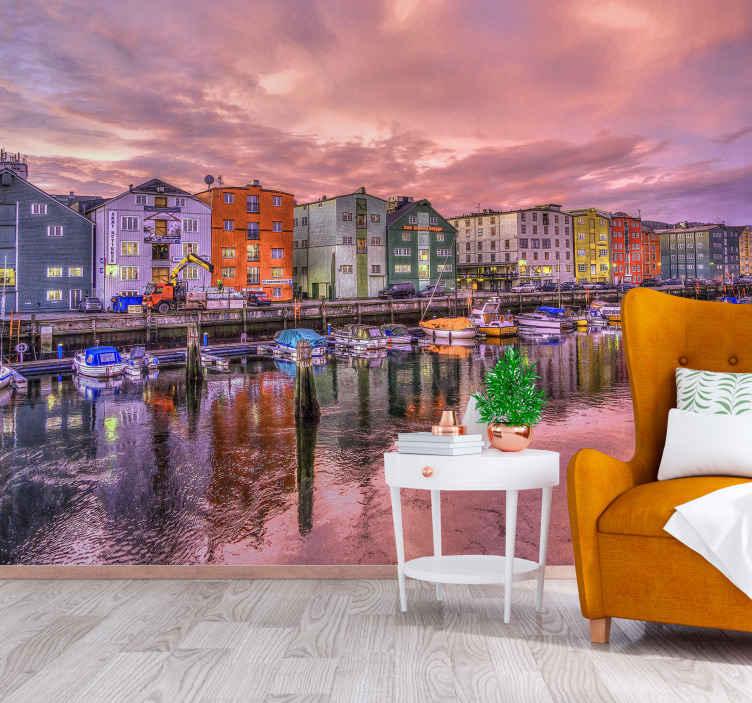 TenStickers. Trondheim city in nightfall wall fototapeta tapeta. želite svojo hišo okrasiti z lepim mestnim znakom noči? Ne čakajte več in naročite danes to čudovito stensko steno!