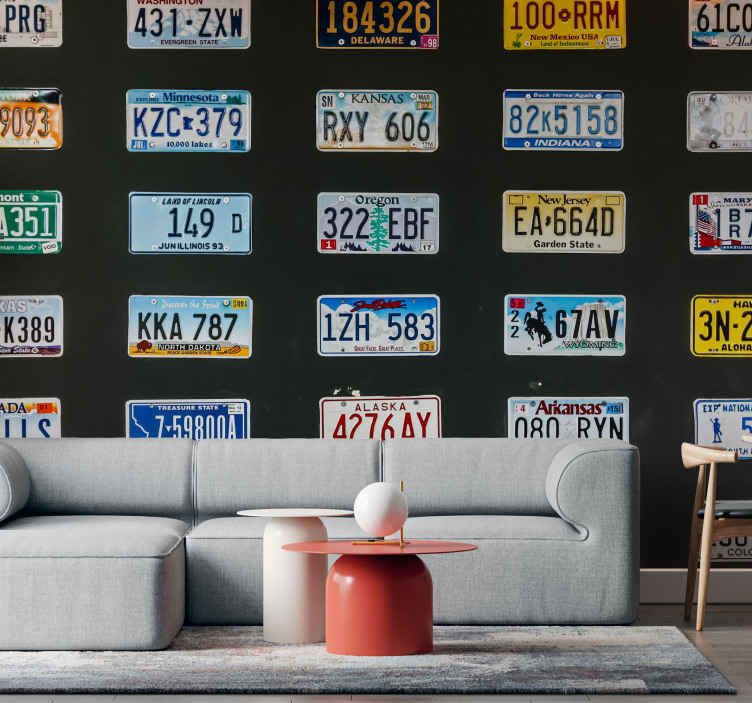TenStickers. Registarske pločice vintage freska. Starinski zidni zid registarskih oznaka za dnevnu sobu i druga mjesta od interesa. Veliki zidni zid ukrašava različite registarske pločice