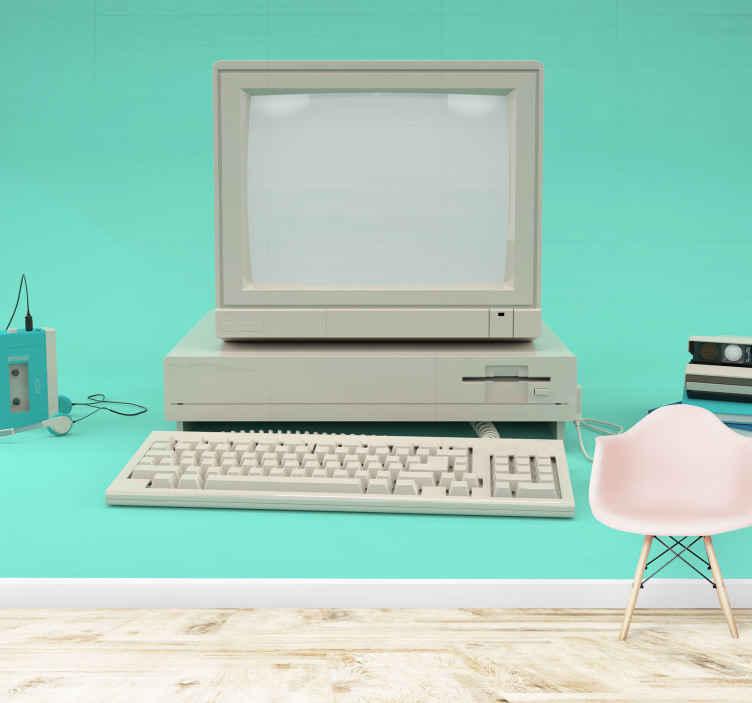 Tenstickers. Starý pc vinobranie nástenná maľba. Veľká fototapeta na zelenom pozadí so starým počítačovým monitorom s klávesnicou, procesorom a ďalšími zariadeniami po boku.