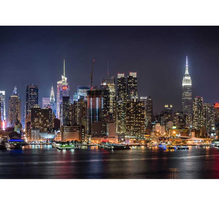 """TenStickers. Fotomural Nova York à noite. """"The big apple"""" tem um skyline absolutamente fabuloso com dezenas de arranha céus.  Adormeça todos os dias com a sensação que está na cidade!"""