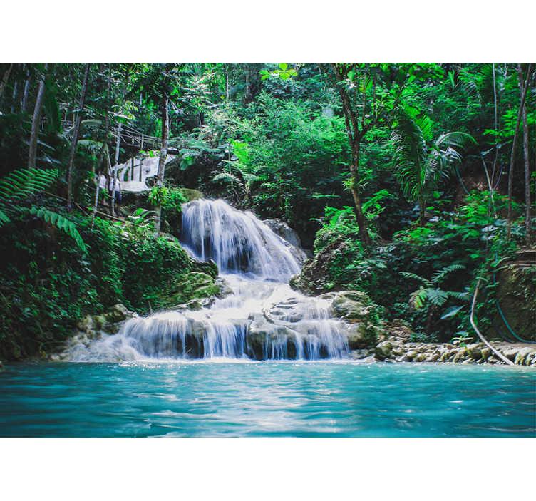 """TenStickers. Fotomurais paisagistícos Nos Trópicos. Torna a tua casa num lugar paradisíaco com este maravilhoso mural de parede vinilico paisagístico de uma cascata """"perdida"""" numa densa floresta."""