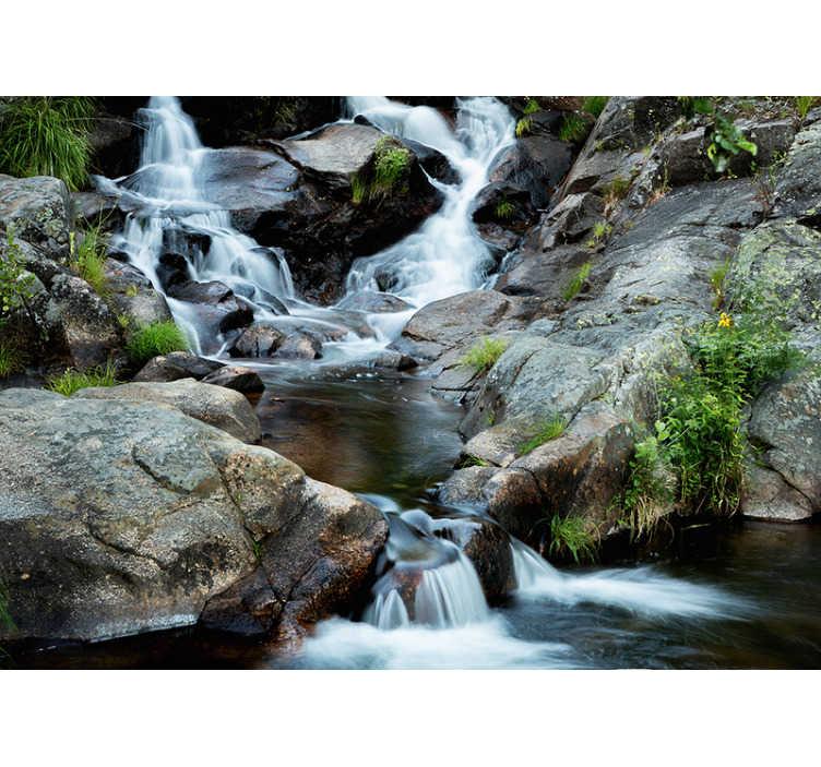TenStickers. Mural de parede paisagístico cascata nítida. Um fotomural vinílico de paisagem impressionante que representa uma cascata. Impressa com imagens de alta definição.