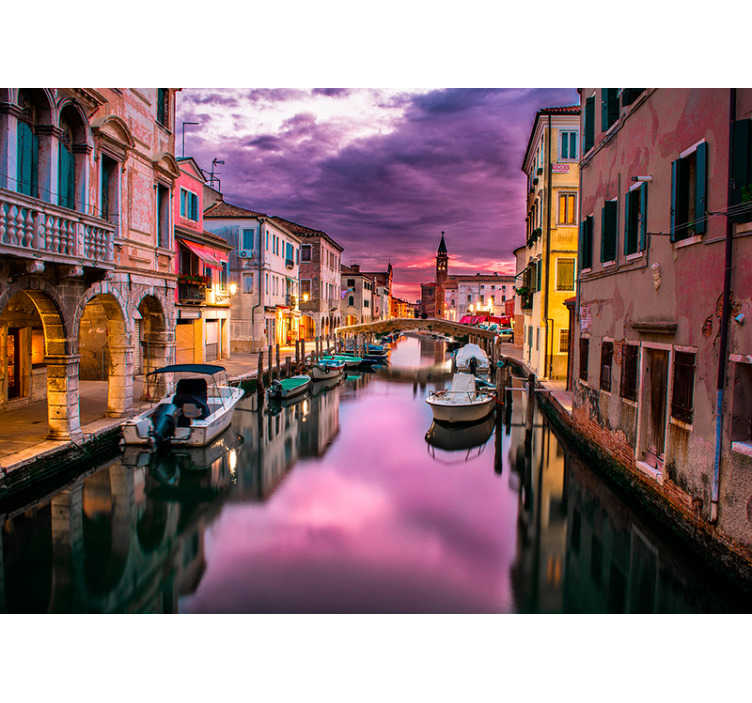 Tenstickers. Solnedgang over venezia fototapeter. Ah gondoler, kanaler i massevis, oh og pizza, hva mer kan du be om? Dette vakre venice fototapetet er oppe for øyeblikket!