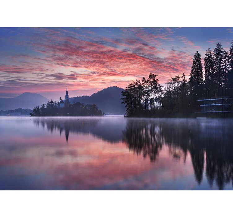 TenStickers. Solnedgang med sø landskab vægmaleri. Er du en aften person og kunne du se en solnedgang i timevis? Bringe dette til virkelighed ved at købe dette landskab tapetfoto.
