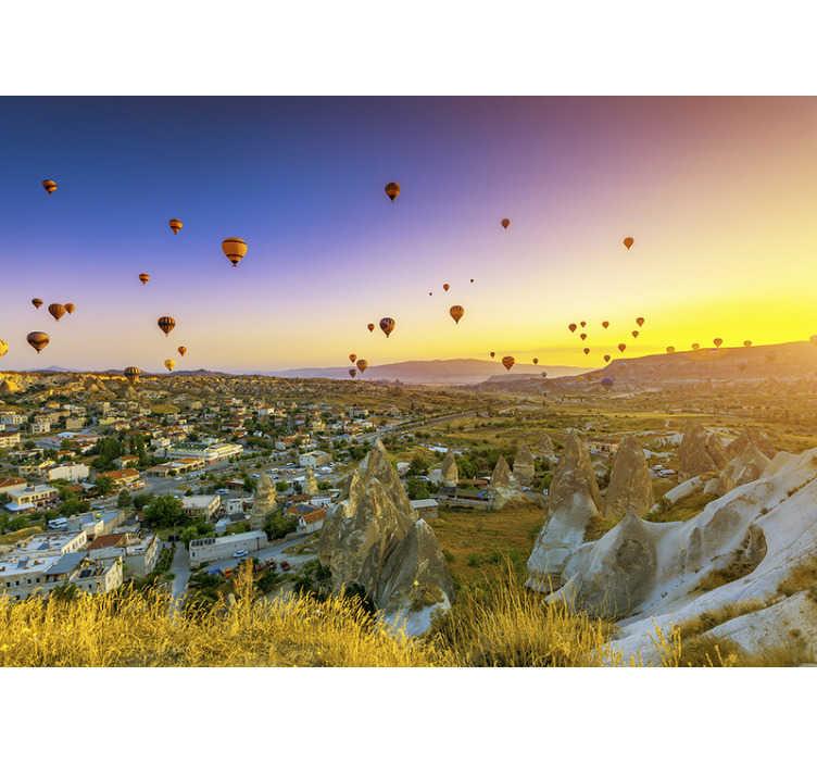 """""""Tenstickers"""". Oro balionai virš kapadokijos fono paveikslėlių. Miesto sienos freska su kapadokijos regiono vaizdu kalakutoje, ypač pabrėžiant garsiuosius karšto oro balionus, puikiai tinkančius jūsų miegamajam."""