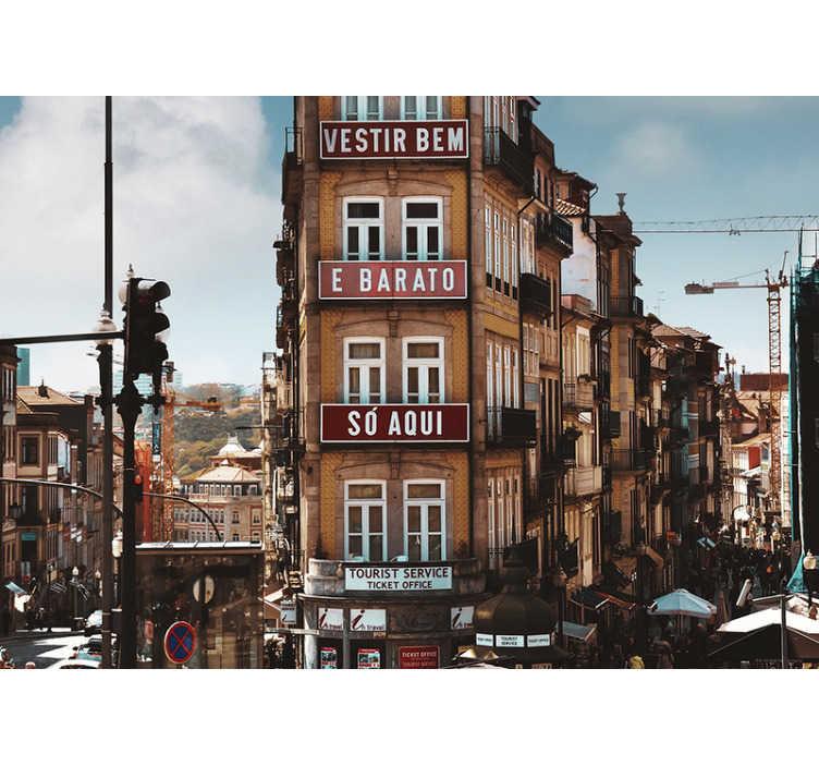 TenStickers. Fotomural decorativo de cidades Rua do Porto. Magnífico mural de parede de cidades da cidade do Porto retrata os edifícios característicos que se podem ver à saída da Estação de São Bento.