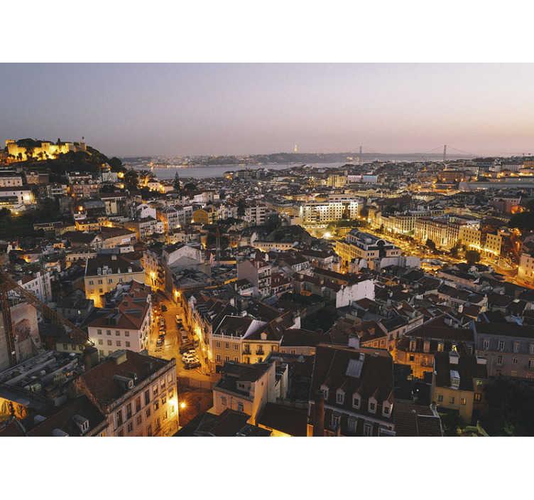 TenStickers. Fotomurais cidades e países Luzes da cidade de lisboa. As luzes de Lisboa vão hipnotizar-te! Mostra o teu amor por esta cidade com este fotomural de cidades com uma imagem de  Lisboa à noite.