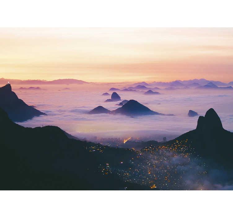TenStickers. Mural de parede cidades e países Rio entre as nuvens. Espetacular fotomural de cidades e países com uma imagem dos morros do Rio de Janeiro aparecendo entre as nuvens.