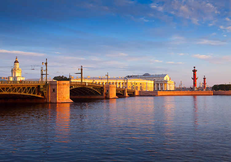 TenStickers. River Bridge in St. Petesburg mural wallpaper. Visual effect scenery wall mural for a living room. The design is just everything that creates an attractive view site of  St. Petersburg bridge in 3D.