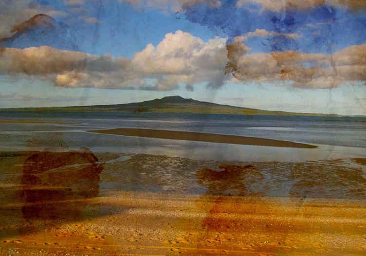 TenStickers. Fotobehang strand Rangitoto - nieuw-zeeland. Rangitoto nieuw Zeeland fotobehang ontwerp om uw ruimte te versieren en het achter te laten met een spannende en prachtige sfeertransformatie.