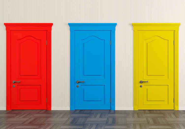"""""""Tenstickers"""". Skirtingos durys gamtos freskomis. Sieninis paveikslas, kurio dizainas yra trys raudonos, mėlynos ir geltonos spalvos durys, idealiai tinka jūsų miegamajam, biurui ar svetainei dekoruoti kitokiu stiliumi."""