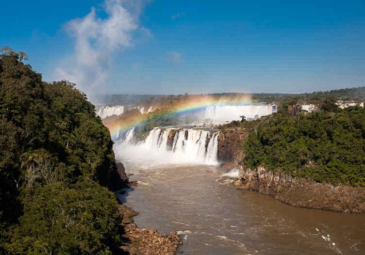 Tenstickers. Vodopád s dúhovým vodopádom nástenná maľba. Vezmite si prírodu do svojho domova s touto krásnou fototapetou vodopádu! Môžete cítiť, že sa každú minútu uvoľňujete.