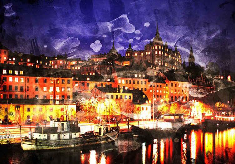 TenStickers. Stockholmo tažené fototapeta. Krásná fototapeta inspirovaná živými budovami a řekou ve městě stockholm v noci s fialovou oblohou a jasně osvětlenými ulicemi. Koupit nyní!