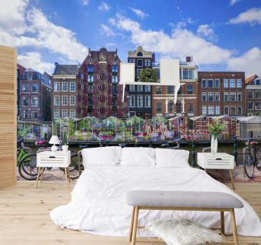 Este fotomural ciudad ornamental muestra el hermoso mercado de flores al lado de un canal en Amsterdam ¡Los colores brillantes de este diseño serán una gran decoración!
