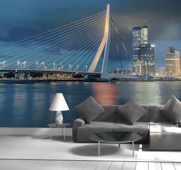 Deze fotobehang van de stad toont de grote erasmusbrug in Rotterdam met de skyline op de achtergrond de prachtige blauwe tinten zijn prachtig!