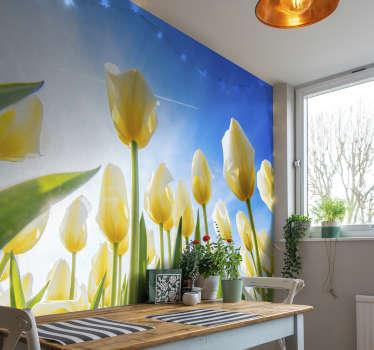 Un mural de paisaje de flores de tulipán amarillo con un cielo azul que será encantador en su cocina o en cualquier lugar que elija. Fácil de aplicar.