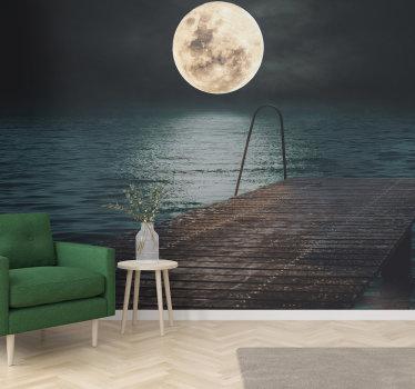 Relaxați-vă în camera de zi cu o priveliște uluitoare asupra lunii pline văzute dintr-un port lângă mare, cu acest mural mural.