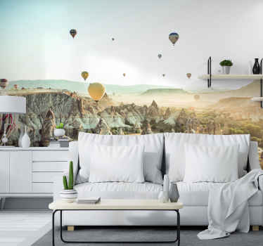 Een zeer mooie gezellige muurschildering van meerdere luchtballonnen die vreedzaam boven de woestijn vliegenZie de ballonnen wegvliegen en geniet ervan!