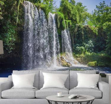 Este fotomural paisaje de selva te ofrece una hermosa vista de una cascada en la ciudad de Antalya. Fácil de colocar ¡Envío a domicilio!